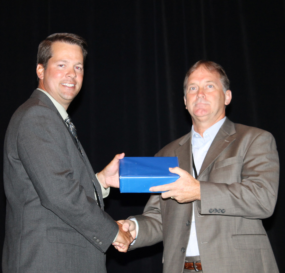 J  MACA President Jason Paris presents the Dean Roy Achievement Award to Kevin Greene, DuPont Global Logistics